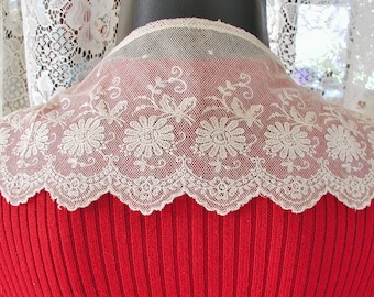 Hand Made Lace Collar with Daisies....Vintage Hand Made Lace Collar