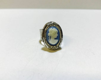 Vintage 1980s cameo locket ring