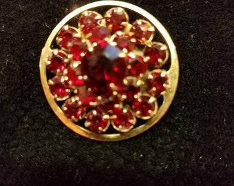 Vintage Garnet brooch in goldtone setting