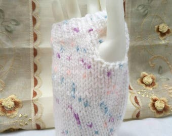 White and speckled wrist warmers