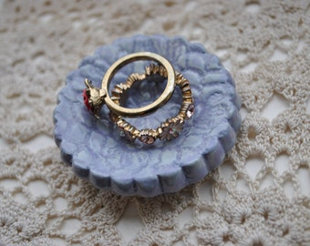 Purple Ring Dish Lace Design