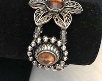 The flower bracelet