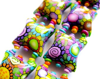 Smile - 2 polymer clay pillow beads - 20mm