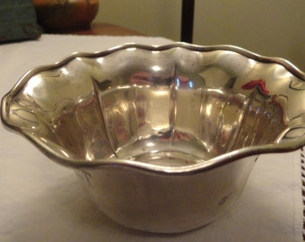 STERLING Silver NUT Candy BOWL Fluted Rim Monogram T Pretty Silver