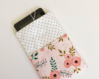 Flannel lined Kindle case with pockets, polka dots with pink poppies