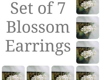 Set of 7 Bridesmaids Earrings, Seven Swarovski Pearl Cluster Earrings, Bridal Party Gift, Wedding Earrings, Bridesmaids Gift Bridal Earrings