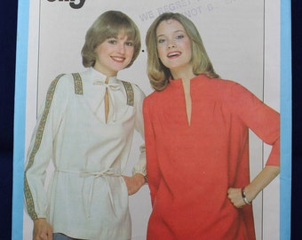 1970's Sewing Pattern for a Woman's Top in Size 14 - Simplicity 8195
