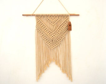 Weaving wall macrame Bohemian spirit