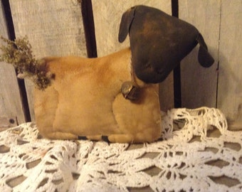 Primitive Grungy Baby Lamb Pattern