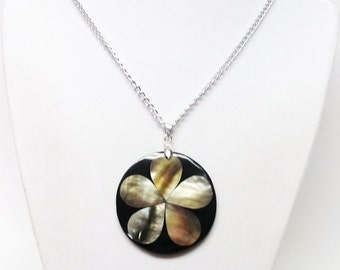 Round Flower Inlay Sea Shell Pendant Necklace
