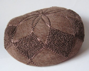 DECO Vintage 1930s Cocoa Brown Angora MoHAIR WoOL Tweed Embroidery Beret Pillbox HAT Millinery Designer Sally Victor New York City Couture