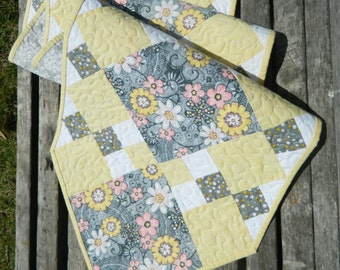 Table Runner Pattern from GloryQuilts  digital download with free limited license