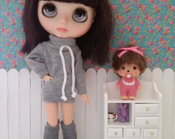 Grey sweatshirt and heaters outfit for BLYTHE