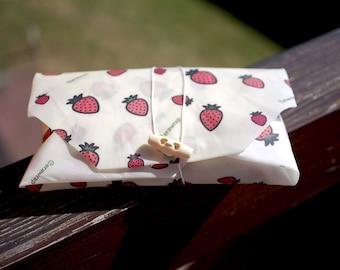Reusable strawberry pattern sandwich wrap
