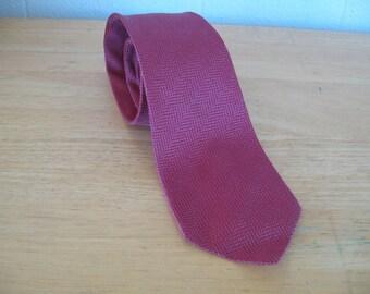Vintage 1960s Silk Damask Necktie by Cerruti CXIII 60s Magenta Silk Tie Lined in Silk