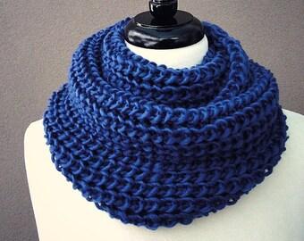 Chunky knit scarf, wool infinity scarf, chunky wool scarf, blue circle scarf, dark blue knit neck warmer