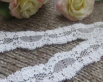 Thin white lace scalloped 26 mm