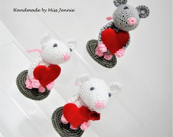 Mouse Ornament - Valentines Day Gift - Wedding day gift- Birthday gift - Mothers Day Gift - Baby Shower Gift - Knitted Mice