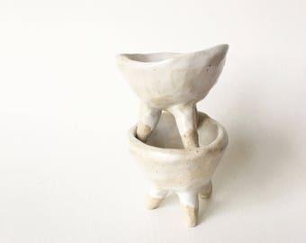 TWINNING pair of legged pinch pots