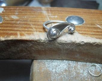 krummlinige Ring aus Sterlingsilber