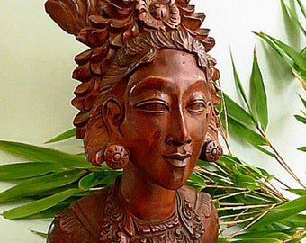 Antique years 40/50 ladydancer Particularly beautiful woodcarvings from Indonesia