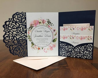 Magnifique bleu marine et Blush Laser Cut Invitations de mariage avec invitation de mariage de poche Design Floral Die Cut Laser coupe traditionnelle Blush marine