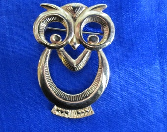 Large GOLD HOOT OWL Brooch