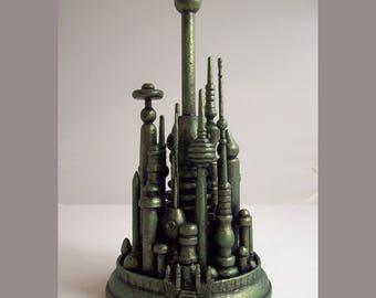 Magicien d'Oz maîtresse parti cité d'émeraude à la main Sculpture bois Oz Miniature vert tours L Frank Baum Oz Topper