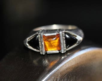 Vintage Sterling Silver Amber Black Onyx Ring / size (5)
