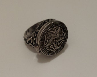 Pentagram star secret locket ring. wizard witch antique silver magic