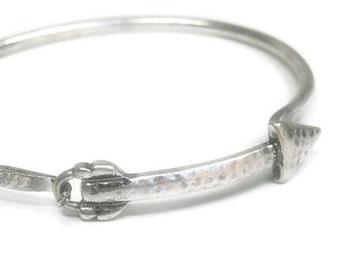 Sale| Arrow Bangle Bracelet - Rustic Arrow Bracelet - Arrow Jewelry - Hammered Arrow Antique Silver Metal Bracelet - Native - Southwest - Sy