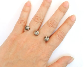 Three Seeds Pierced Finger Ring in Sterling Silver