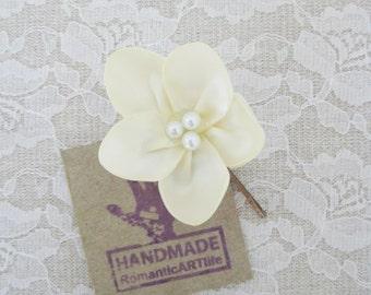 Ivory Flower Hair Pin. Ivory Flower Hair Piece. Bridesmaid Hair Accessory.