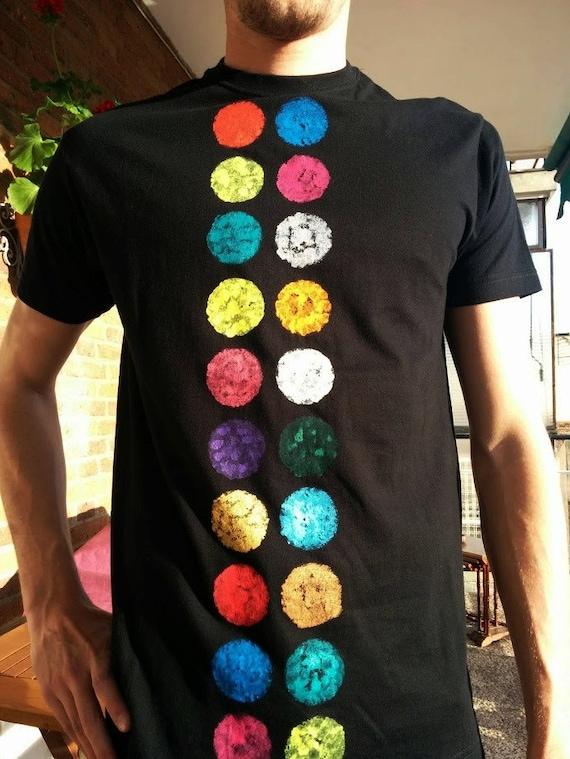Shirt buttons. Unisex t-shirt, short sleeve, and hand-painted organic cotton
