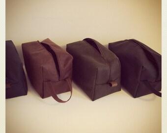 Waxed cotton wash bag, toiletry bag, travel bag, doppbag, mens washbag, oilcloth lining, sponge bag.