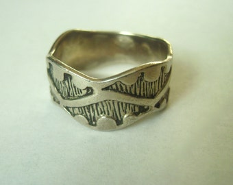 vintage sterling:  a wavy ring, size 10