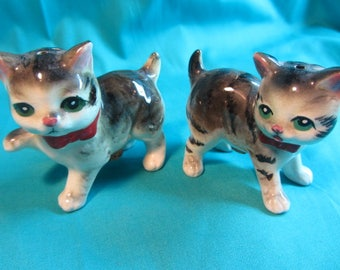 Vintage Playful Cat Salt and Pepper Shakers, Made in Japan Salt and Pepper Cats, Figurine Shakers, Cat Shakers, China Cat Figurine Shakers