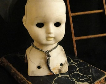 Vampire Jewelry, Gothic Jewelry, Vampire Necklace, Fang Pendant, Vampire Fangs, Goth Necklace, Goth Jewelry, Goth Fashion, Dark Jewelry