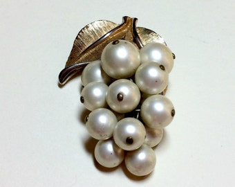 Vintage grape cluster brooch from Park Lane, with pendant loop & articulated faux pearl dangles, grape brooch, Park Lane brooch, 1960s
