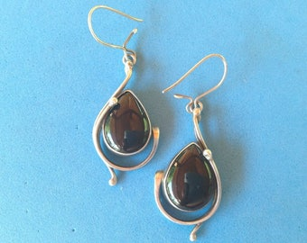 Vintage! Sterling silver & tear drop onyx long dangle Modernist pierced earrings