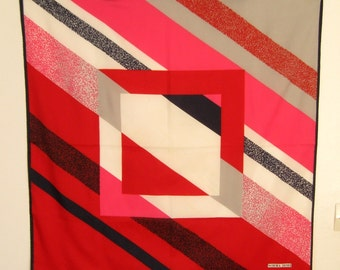 NORMA DORI SCARF / Vintage Scarf / Carré / Elegant / Polyester / Geometric pattern / Red / Blue / Strong colors / 90s