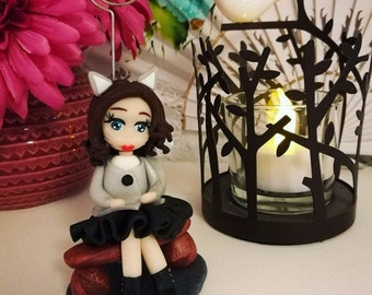 """Doll """"Eleanor"""" picture holder"""