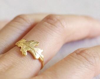 oak leaf ring . oak leaf jewelry . oak leaf stacking ring . delicate leaf jewelry . nature inspired jewelry . fall jewelry