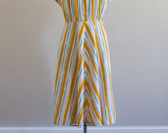 Vintage 1950's Striped / Chevron / Novelty Print / Day Dress / Size M/L