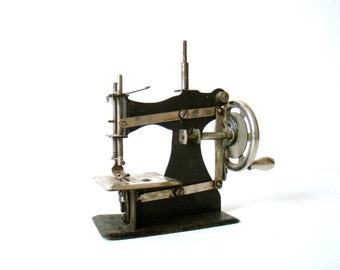 Antique S M J DEPOSE French-made toy, Hand crank sewing machine, pressed steel, RARE toy, Art Nouveau