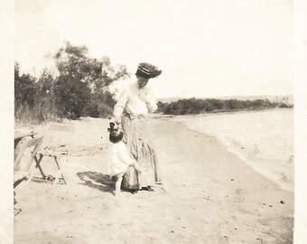 "Vintage Photo ""Kids Say The Darnedest Things"" Victorian-Era Mother Smiling At Little Daughter Beach Photo Big Hat Found Vernacular Photo"