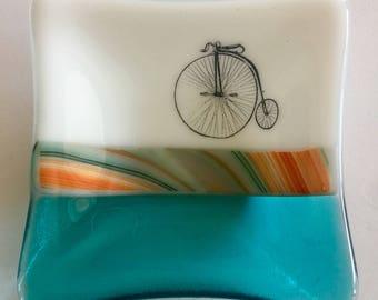 Home decor, pennyfarthing,Fused glass dish,bike, handmade glass dish,glass dish,tea bag dish, candy dish, decorative dish, fused glass plate