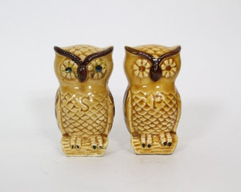 Vintage Owl Salt and Pepper Shakers Kitsch