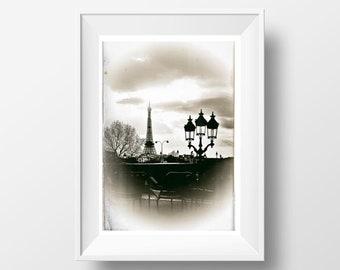 Fine Art Print of Paris - Le jardin des Tuileries et la Tour Eiffel Retro Fine Art Print Black and White Picture of France Poster