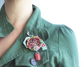 Dream-Catcher Brooch with Vintage Green and Pink Accents, Upcycled Jewelry, Found Object Art